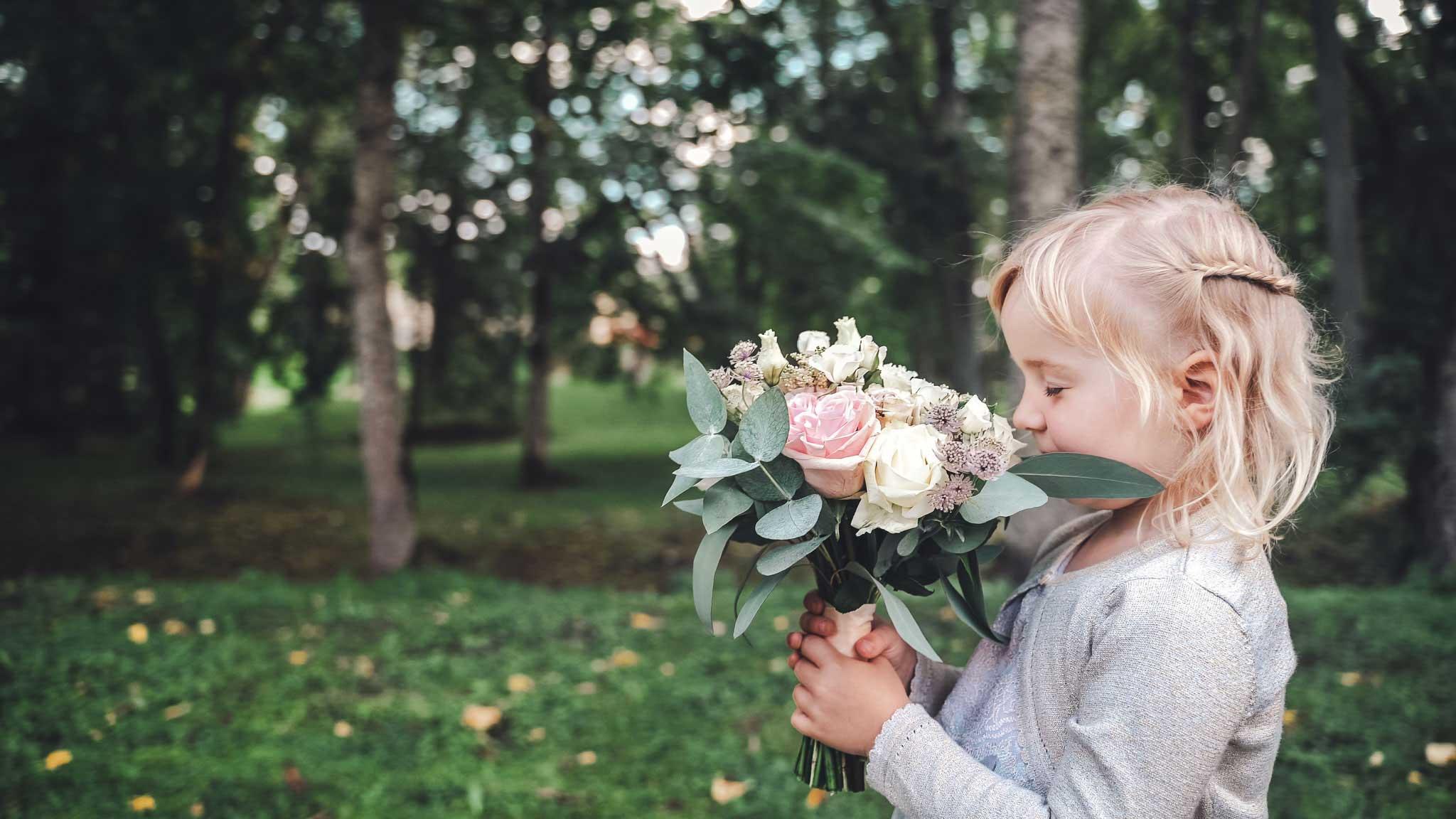 Lillelaps pruudikimbuga pulma fotograaf ja videograaf pulma