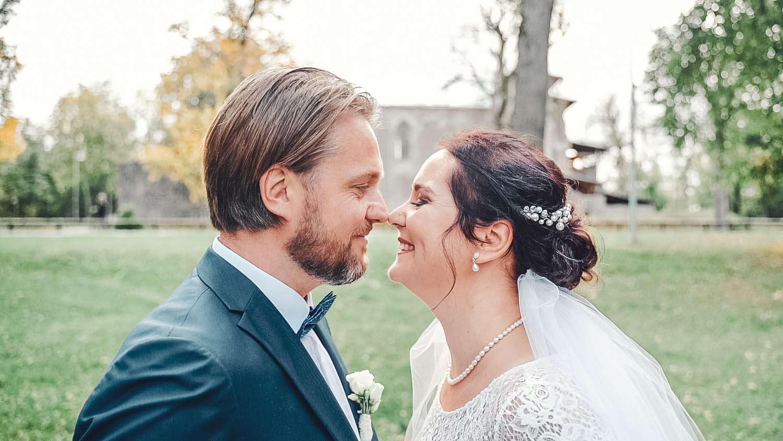 Portreepilt noorpaarist pulmapildid ja pulmavideo